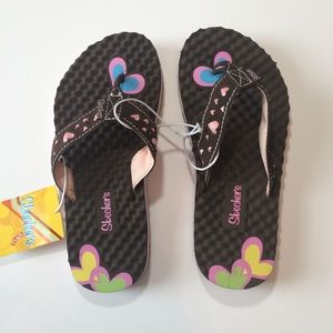 Sketchers Girls Brown flip flops with hearts Sz 3